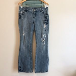 American Eagle Distressed Embroidered Jeans 8Reg